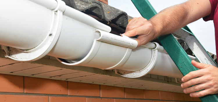 roof gutter repair in Al Khawneej